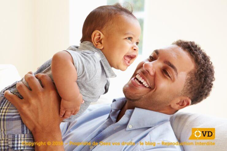 Le congé parental d'éducation est ouvert tant aux hommes qu'aux femmes