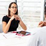 Parmi les questions posées en la matière, comment réussir un entretien d'embauche est la plus courante.
