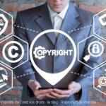 Le droit sur la propriété intellectuelle protège des voleurs d'œuvres littéraires.
