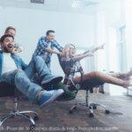 Cultiver le bonheur au travail facilite les relations sociales
